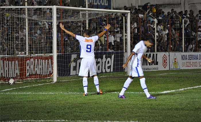 """Cruzeiro """"desvira"""" e derrota Nacional de Nova Serrana por 4 a 2"""