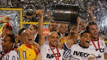 Com gols de Emerson Sheik, Corinthians conquista a América: 2 a 0 no Boca