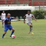 Tupi, de azul, começa a mostrar a cara do time que disputará o Estadual 2013