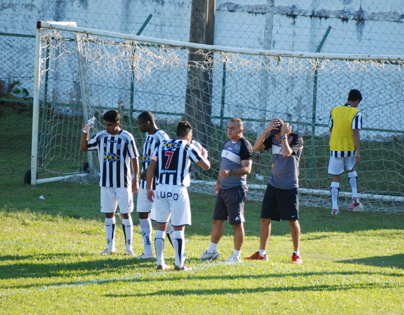 Galinho entra em campo precisando da vitória