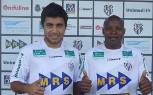 Fernando Camargo (esq.) e Anderson Tôto: reforço ofensivo e defensivo no Tupi.