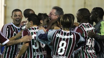 Flu vira na raça. Ronaldinho brilha contra o Grêmio. Coxa vence e lidera