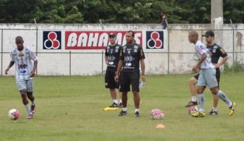 Tupi anuncia saída do técnico Felipe Surian