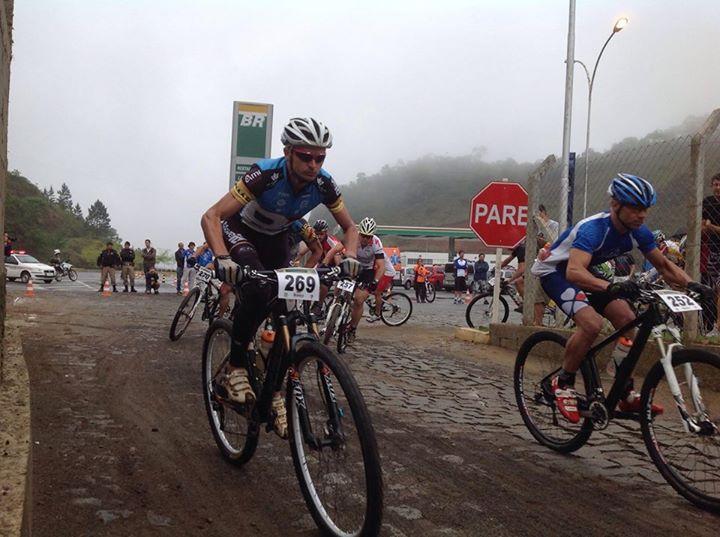 Campeonato Brasileiro de Mountain Bike Marathon foi realizado em área da BR 040. (Foto: Facebook Robson)