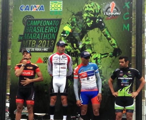 Pódio masculino composto por atletas federados. (Foto: CBC/Dvulgação)