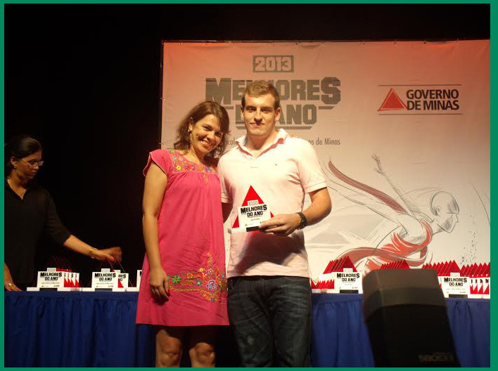 O jogador de futsal, Lucas Seta Evangelista também recebeu premiação e representou Juiz de Fora. (Foto: Prefeitura/Divulgação)