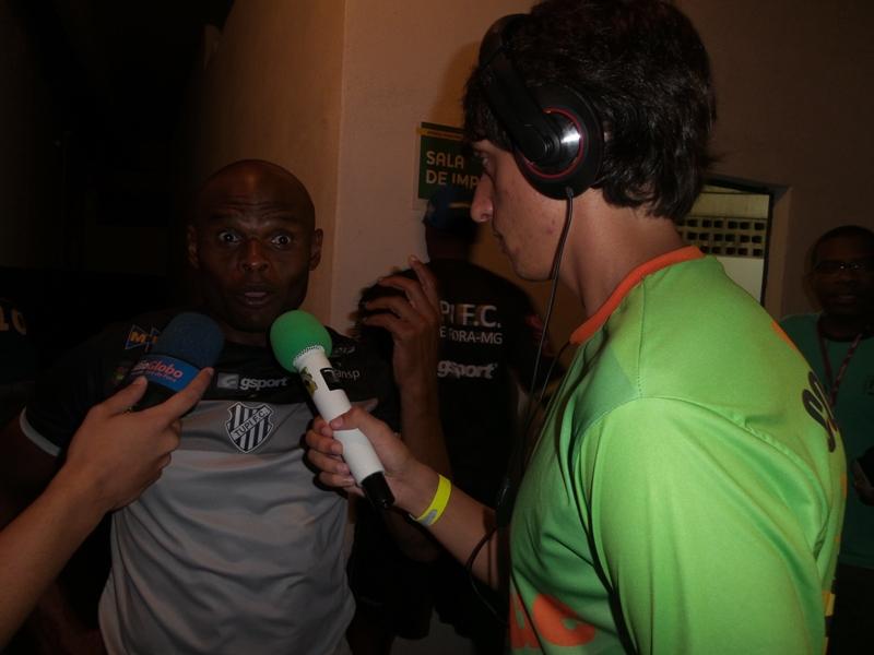 Depois da partida, Ademilson concede entrevista ao Toque de Bola: exame confirma lesão que tira atacante de cena. Prazo estimado de recuperação é de quatro a seis meses