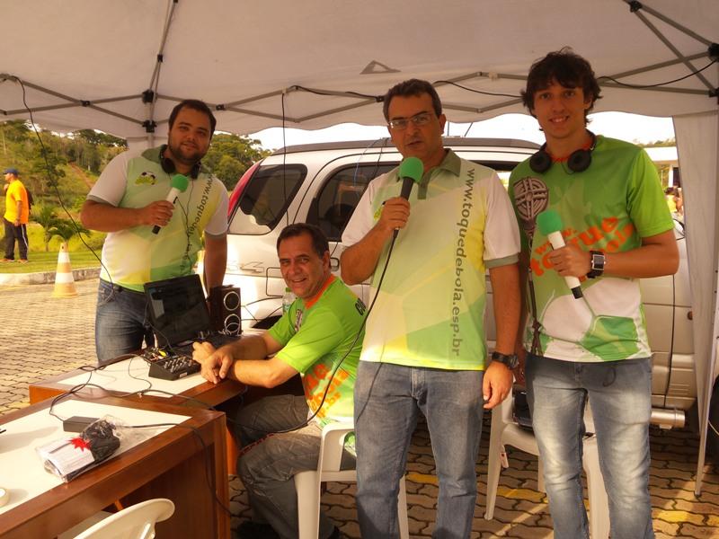 Equipe da rádio web do Toque de Bola nos bastidores da 3ª Corrida da Saúde Suprema - Prefeitura de Juiz de Fora