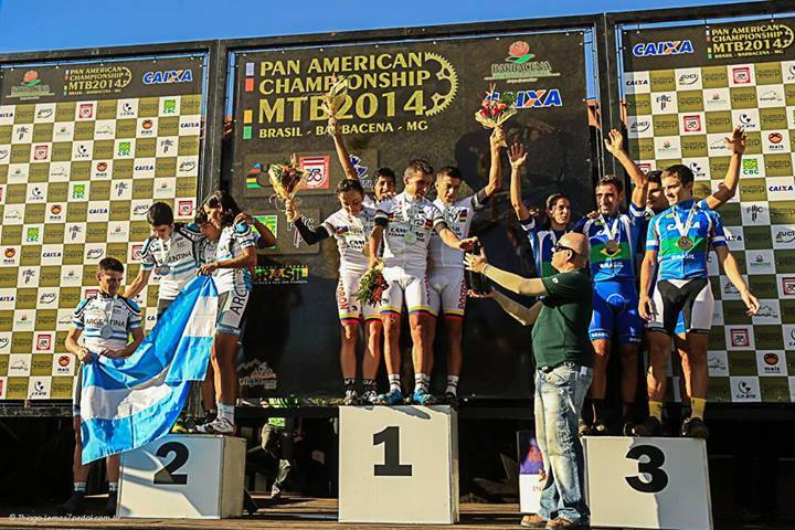 Pódio das equipes da prova de revezamento. Brasil terminou na terceira colocação