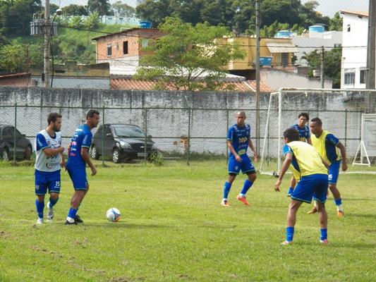 Jogadores também entram na história por participarem do primeiro jogo oficial entre os clubes