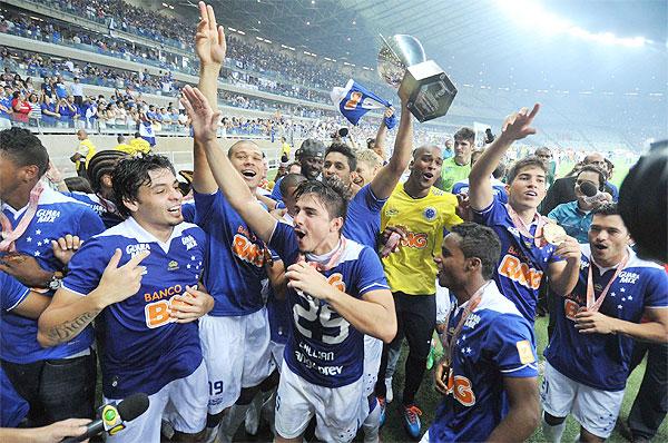 Cruzeiro faz a festa pela conquista invicta do Campeonato Mineiro 2014, no Mineirão