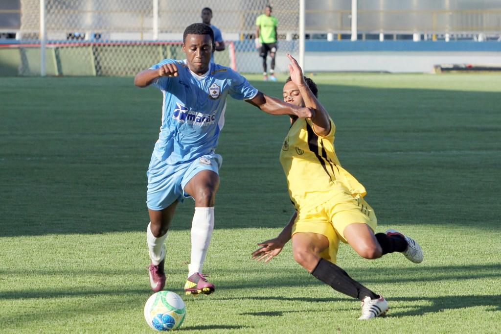 Macaé (de azul, em jogo-treino contra o Americano) é o primeiro desafio carijó na longa jornada da Série C do Campeonato Brasileiro