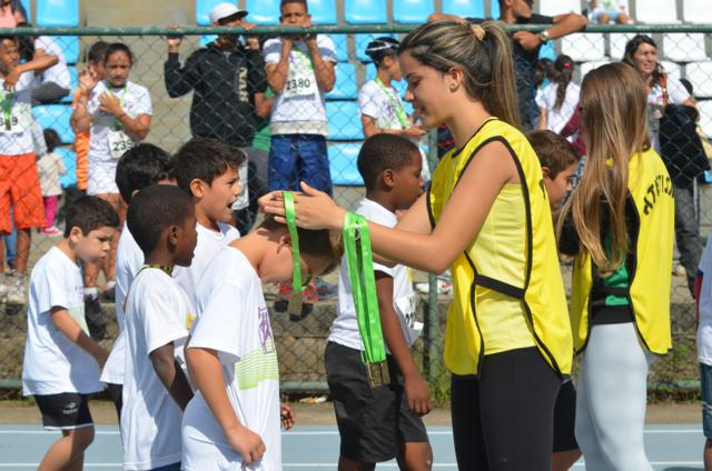 Corridas entre as crianças movimentaram a pista de atletismo da UFJF na manhã de sábado, 26
