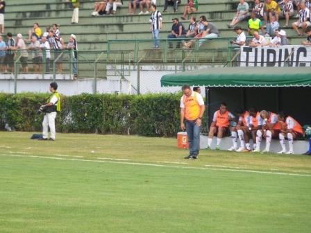 Treinador Beto Campos lamentou erros de passe no primeiro tempo e gol de empate do Tupi logo após Caxias sair na frente