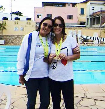 Ao lado de Vera Lemos, também da Equipe Master de Natação da AABB-JF, Wania Sarmento (à dir.) conquistou 100 por cento de aproveitamento nesta etapa do Metting de Natação Masters 2014 – Região AR Sudeste