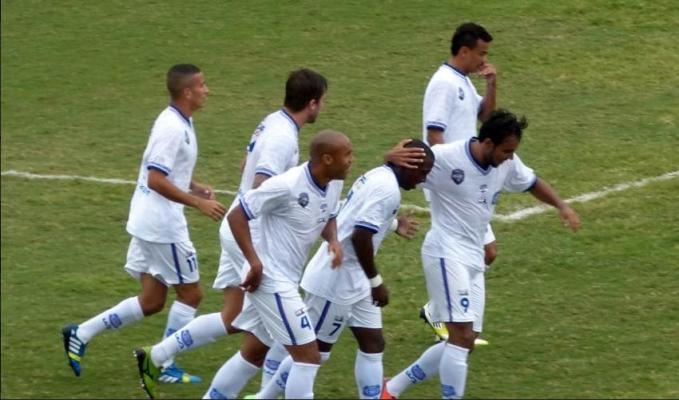 Jogadores do Madureira comemoram gol da vitória contra o São Caetano pela última rodada