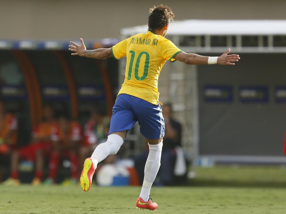 Neymar foi o dono do amistoso em Goiânia