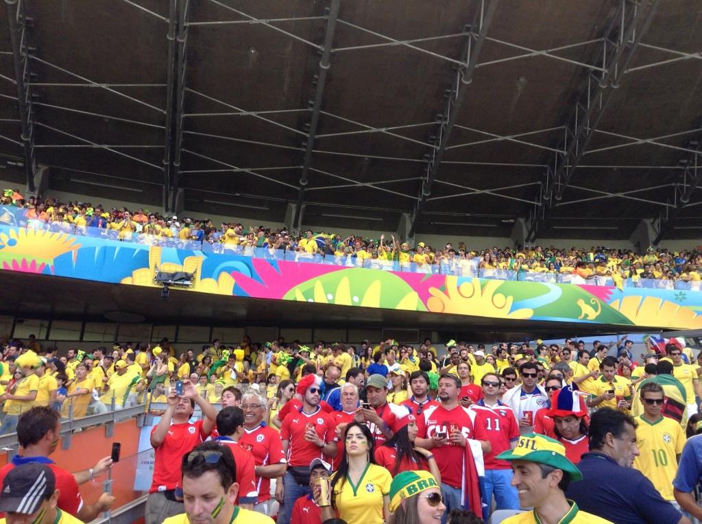 Chilenos e brasileiros ficaram em locais misturados no Mineirão