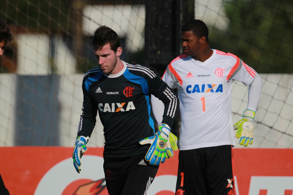 Felipe é desfalque do Flamengo. Paulo Victor deve ser o titular
