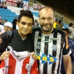 Pedro (esquerda) e Andy após troca de camisas entre os dois clubes centenários