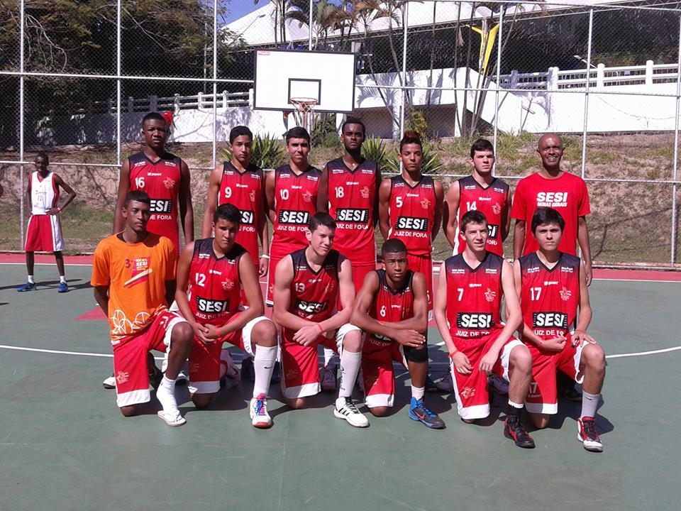 Equipe de basquete masculino da categoria E3, comandada pelo professor Dilson Borges