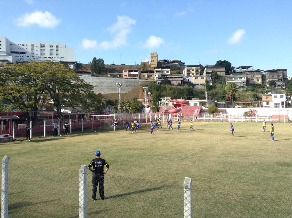 Equipe realizou treino tático no campo do Tupynambás na manhã desta quinta-feira