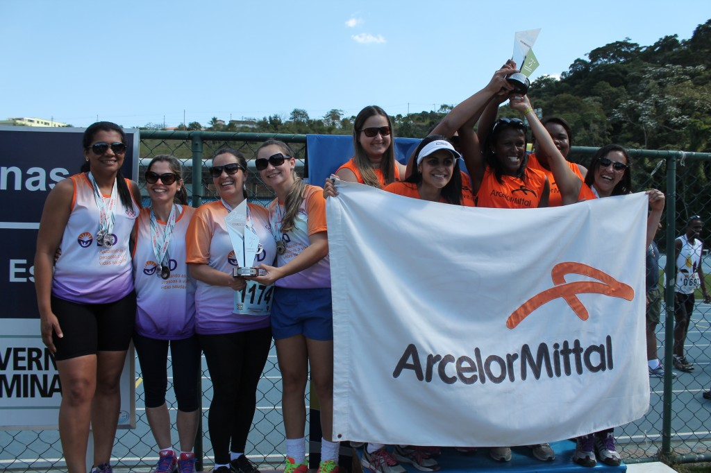 Pódio feminino do atletismo, com Arcelor em primeiro e BD  com a prata