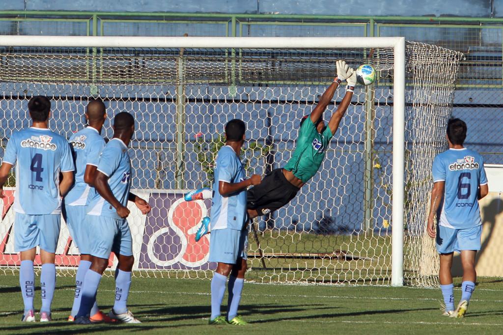 Raphael Toledo marcou o gol do Tupi no primeiro turno. Partida terminou em 1 a 1