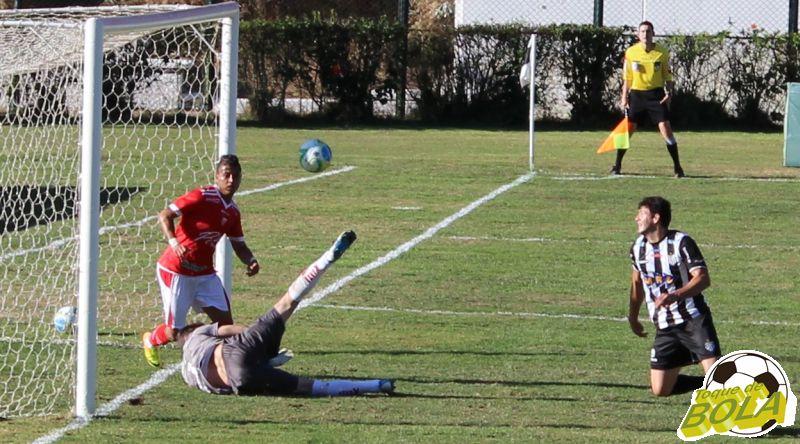 10 - weslwy ladeira corre para rebote segundo gol