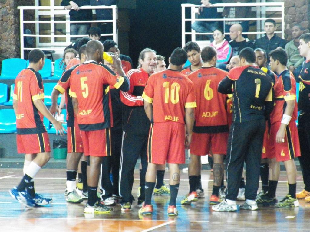 Equipe mostrou força na primeira partida, mesmo com derrota