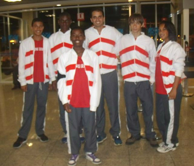 Equipe do CRIA com o treinador, Jefferson Verbena