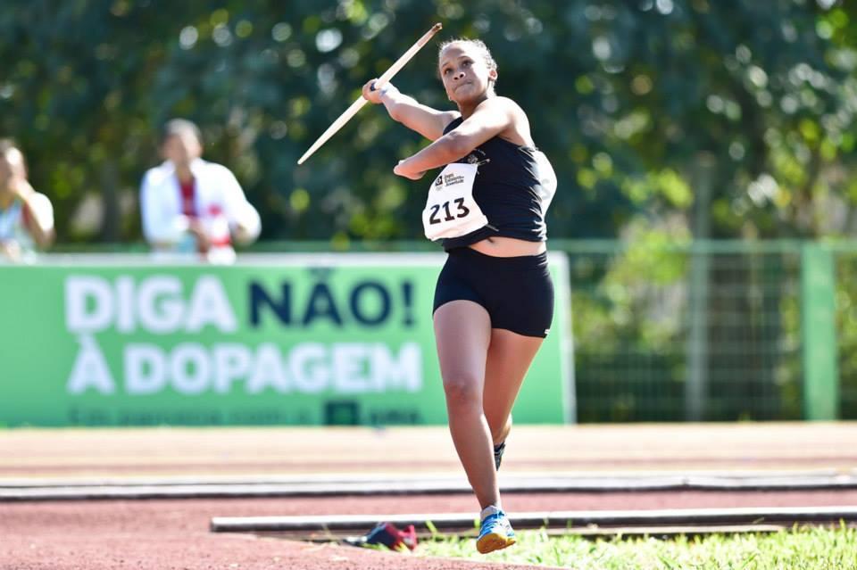 Raphaela durante prova de lançamento de dardo: atleta é um dos destaques do CRIA SESI UFJF