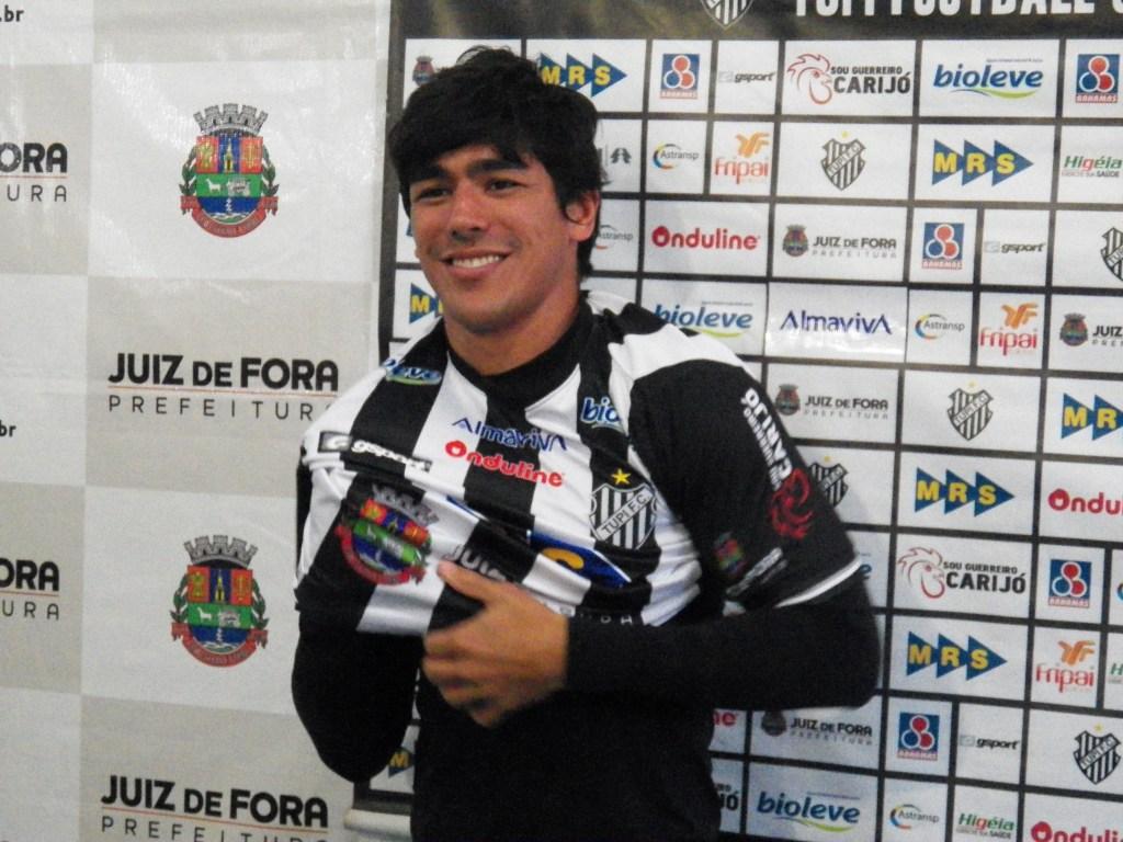 Polivalente, Paulo Roberto Jr. se diz pronto para ajudar o Carijó, independente da posição que vá atuar