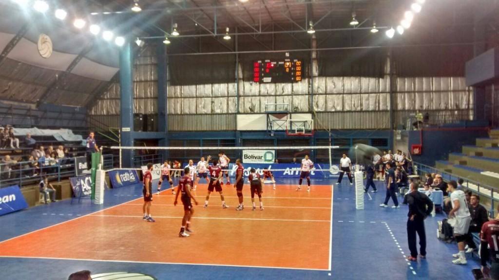 Atletas representam a Federal em primeira competição fora do país da equipe