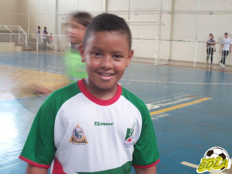 Rafinha marcou dois gols na vitória do Sub-11 do Cultura Viva. A cobrança de falta no ângulo superior direito do goleiro foi o mais bonito