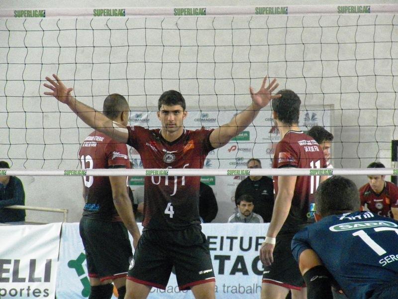 Victor Hugo é o segundo atleta mais eficiente nos bloqueios da Superliga até aqui