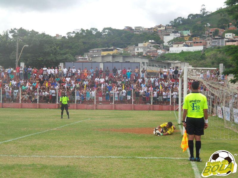 Leilson defende a primeira cobrança, ganha moral e abre o caminho para o inédito título do Oba-Oba na Copa Prefeitura Bahamas de Futebol Amador 2014
