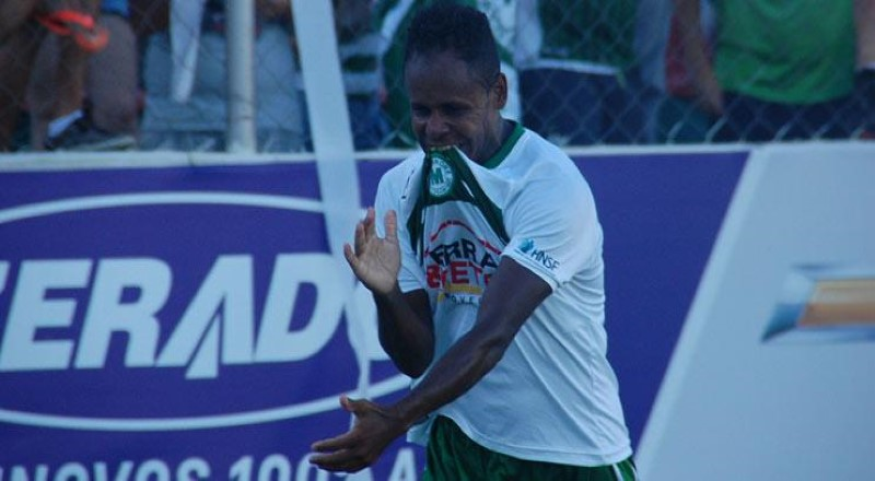 Luizinho, anunciado nesta terça-feira como presente de natal carijó, comemora gol pelo Mamoré, onde foi campeão do Módulo II este ano (Foto: site oficial do Mamoré)