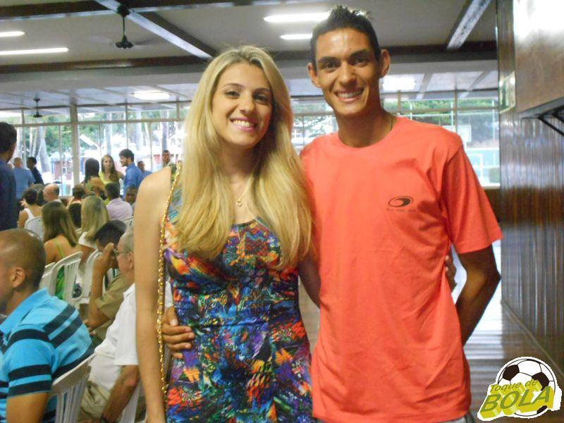Eberth Silvério, com a namorada Camila Reis, no evento de premiação do 28º Ranking de Corridas de Rua