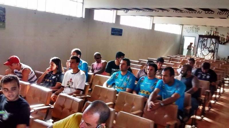 Pouco mais de dez torcedores compareceram à apresentação, na sede social do Tupi