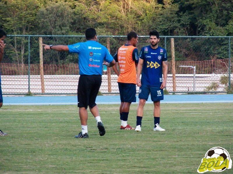 Muito orientado por Leston Junior, o meia Marco Goiano voltou a treinar como titular