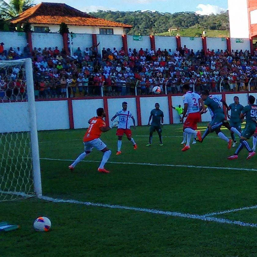 Mesmo em Tombos, Caldense teve chances de sair com a vitória na partida de ida das semifinais do Mineiro 2015