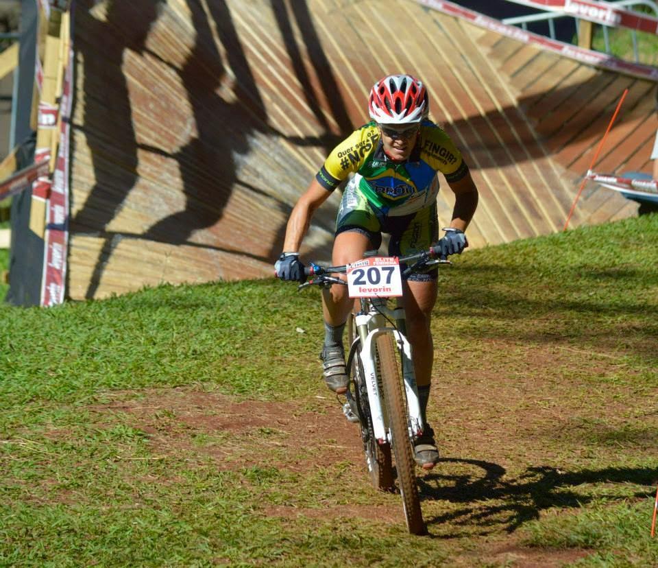 Atleta juiz-forana sonha disputar Olimpíadas em 2016 (Foto: Blog Roberta Stopa)