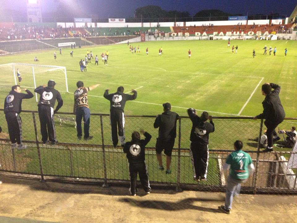 Torcedores do Tupi foram ao Canindé e comemoraram nova vitória carijó na Série C