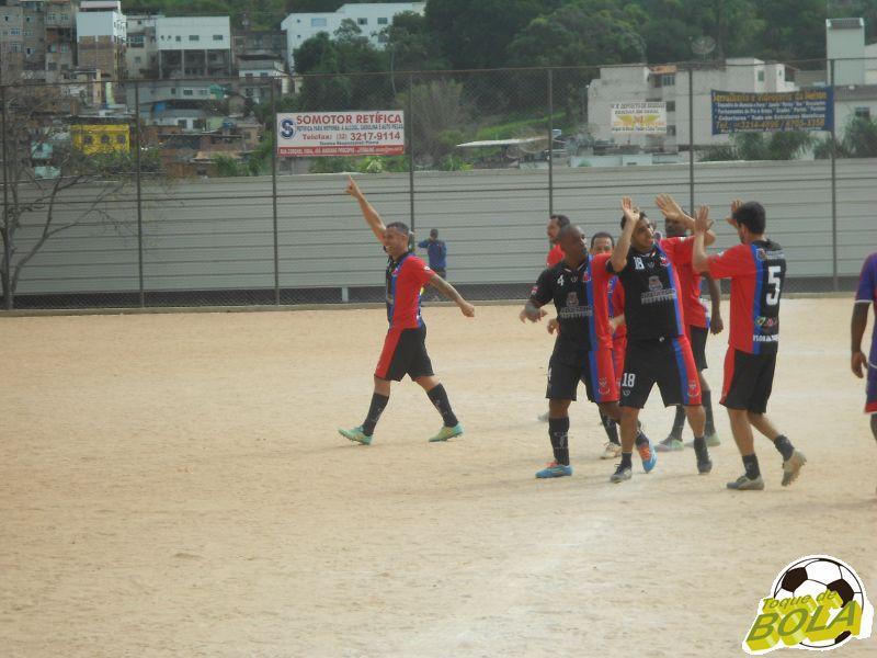 Wesley, número 18, comemora um dos gols marcados com seus companheiros