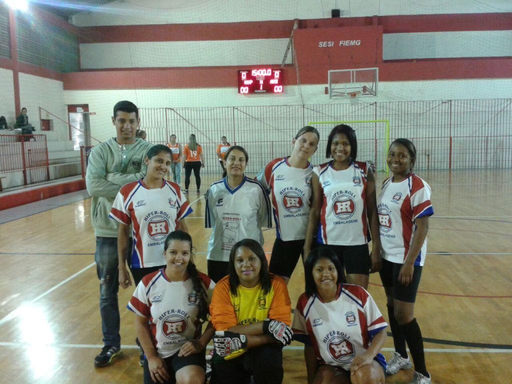 Equipe de futsal feminino da Hiperroll Embalagens nos Jogos Sesi Fase Municipal de Juiz de Fora 2015
