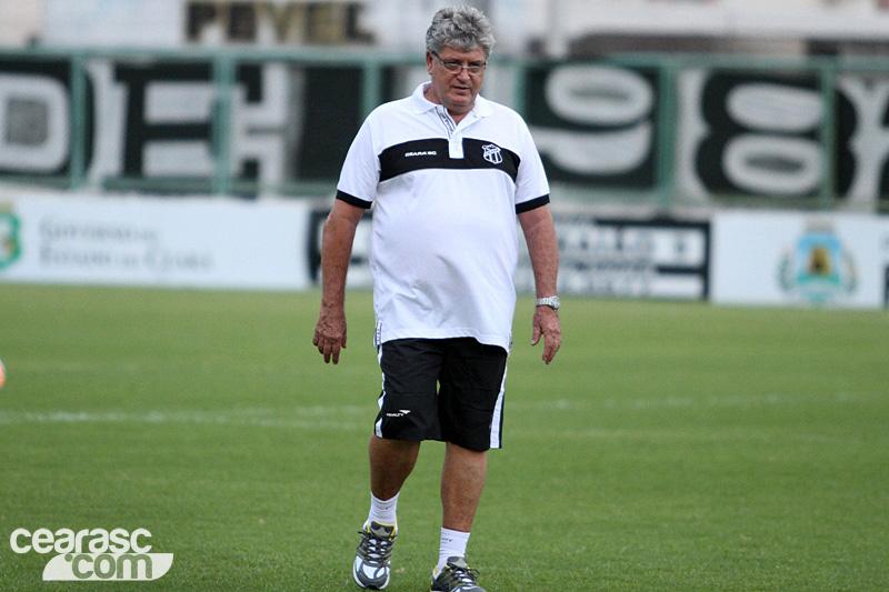 Técnico Geninho mandará a campo equipe mista contra o Tupi.  (Foto: Christian Alekson / cearasc.com)