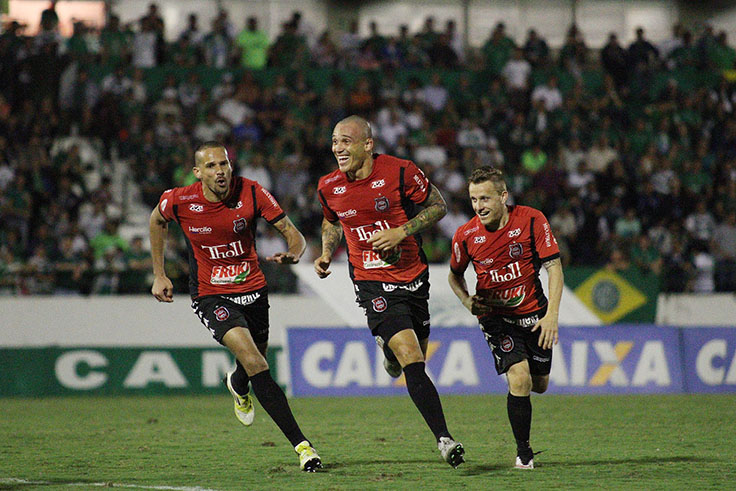 Leandrão é o destaque xavante na Série C.  (Foto: Carlos Insaurriaga(