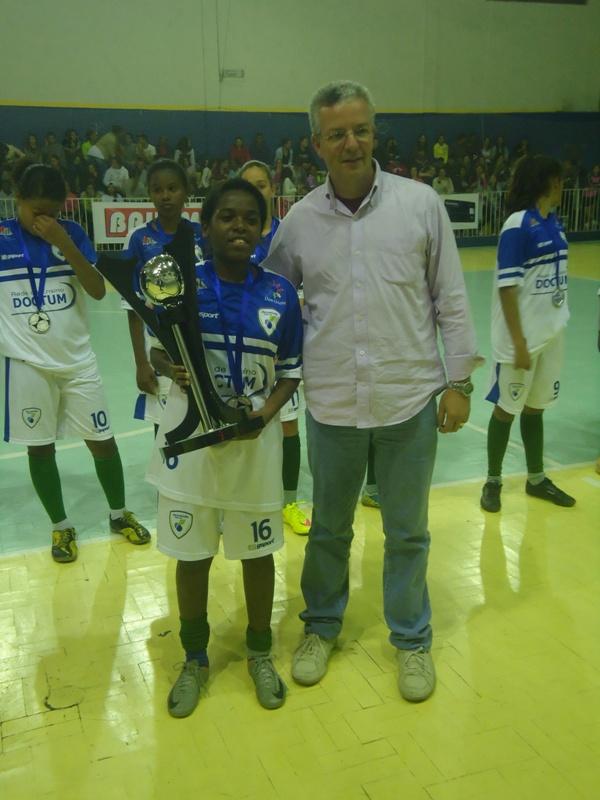 Entrega de troféu ao time do Dom Bosco