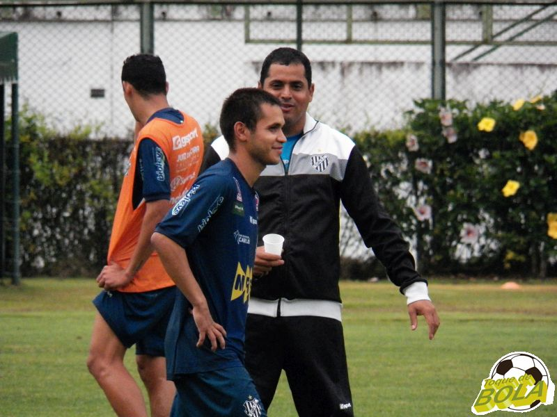 Leston Júnior ainda terá como opção o habilidoso Ramon, autor de gol da vitória sobre o Guarani na última partida carijó em JF